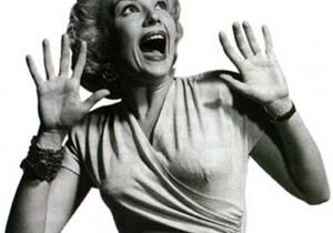 Dlaczego kobieta powinna być czasem słodką idiotką?